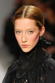ELIE-TAHARI-FALL-2011-RTW-BEAUTY-002_runway