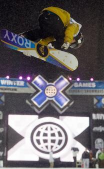 Torah Bright flies high on the snowboard superpipe. (Photo courtesy of Zach Ornitz/Shazamm/ESPN Images)