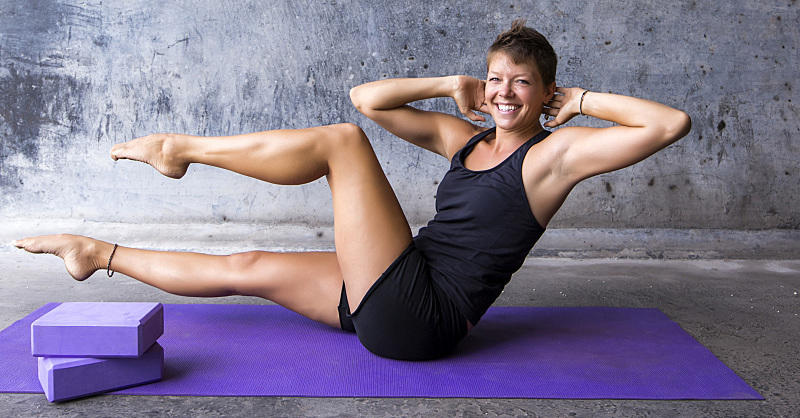 The 15-Minute Yoga Flow That Tones Your Abs