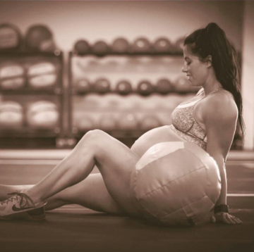 This Pregnant Women Deadlifted 200 Lbs A Week After Her